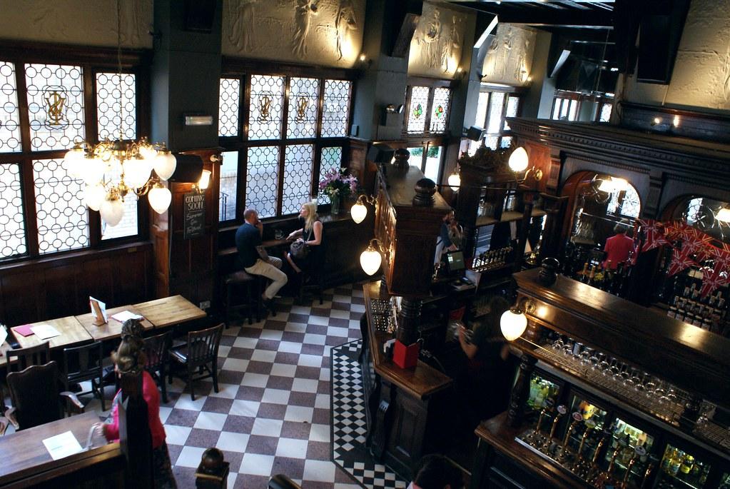 Pub Cole Hole dans le centre de Londres.