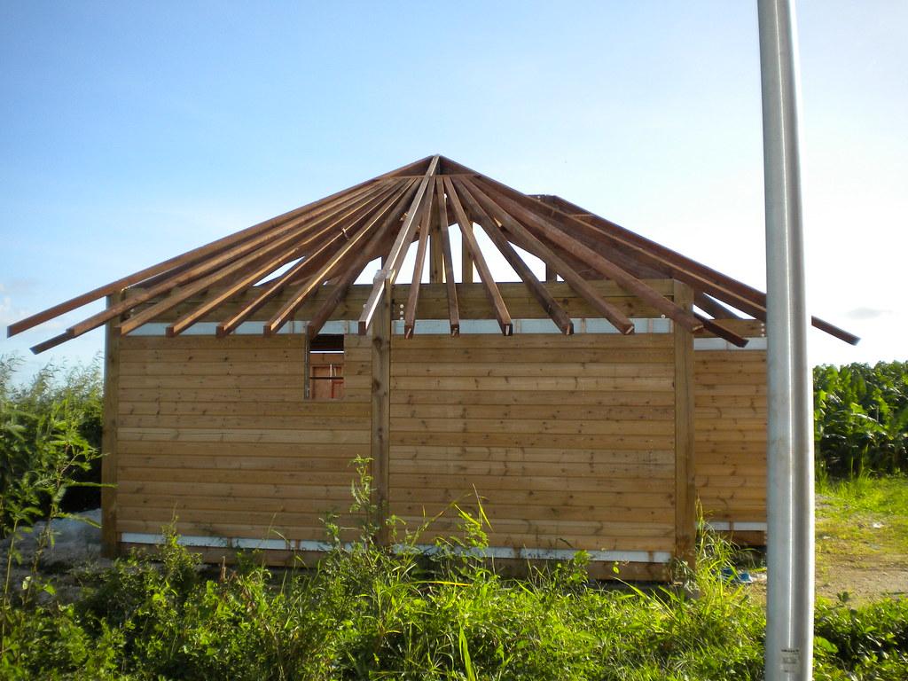 bungalow en bois construction d 39 un bungalow en bois renover batir moins cher flickr. Black Bedroom Furniture Sets. Home Design Ideas