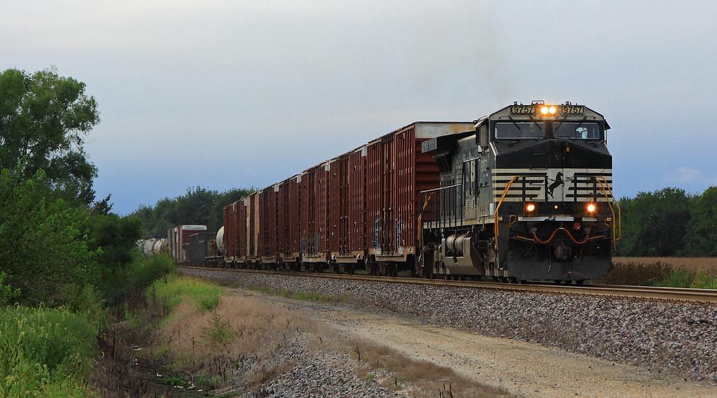 New Train Old Symbol Earlier This Summer Ns Split 122 U Flickr