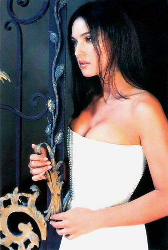 Monica bellucci sex in manuale damore scandalplanetcom - 1 3