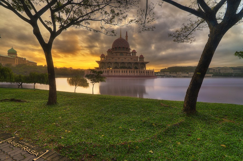 Putra Mosque In Natural Frame | The beautiful Putra Mosque, … | Flickr
