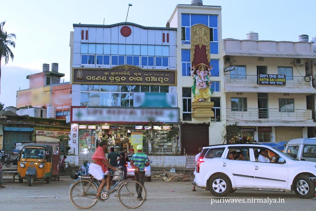 Chara Ganesha – Ganesha Guruja Jaga near Narendra Tank ( Sarobara )
