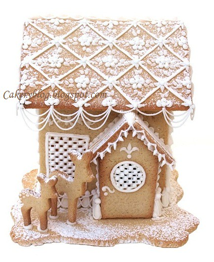 Royal icing gingerbread house close ups at cakeryblog for Gingerbread house inspiration