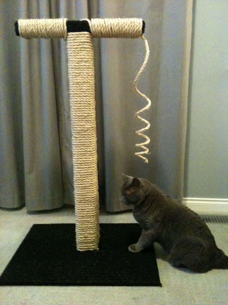 Cat scratch post homemade cat scratching post for Homemade cat post