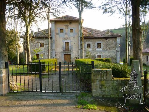 Casas rurales jascal palacio la torre en berodia de cabr flickr - Casa rural cabrales ...
