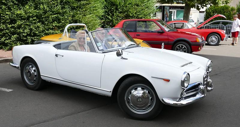 Alfa Spider Giulia à Sainte Geneviève des bouts de bois (91) 28664094074_10b8f64207_c
