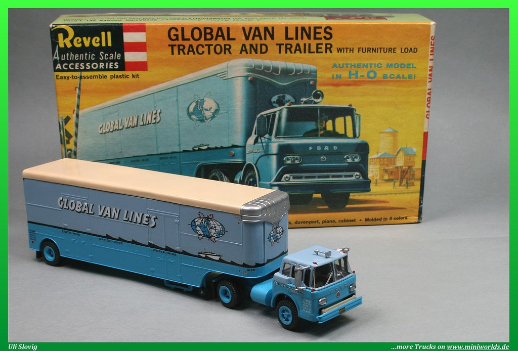 """Ford C-800 """"Global Van Lines"""" 1/87   Model of an Ford C-800"""