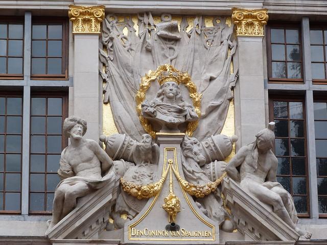 El Rey Carlos II en la Grand Place de Bruselas