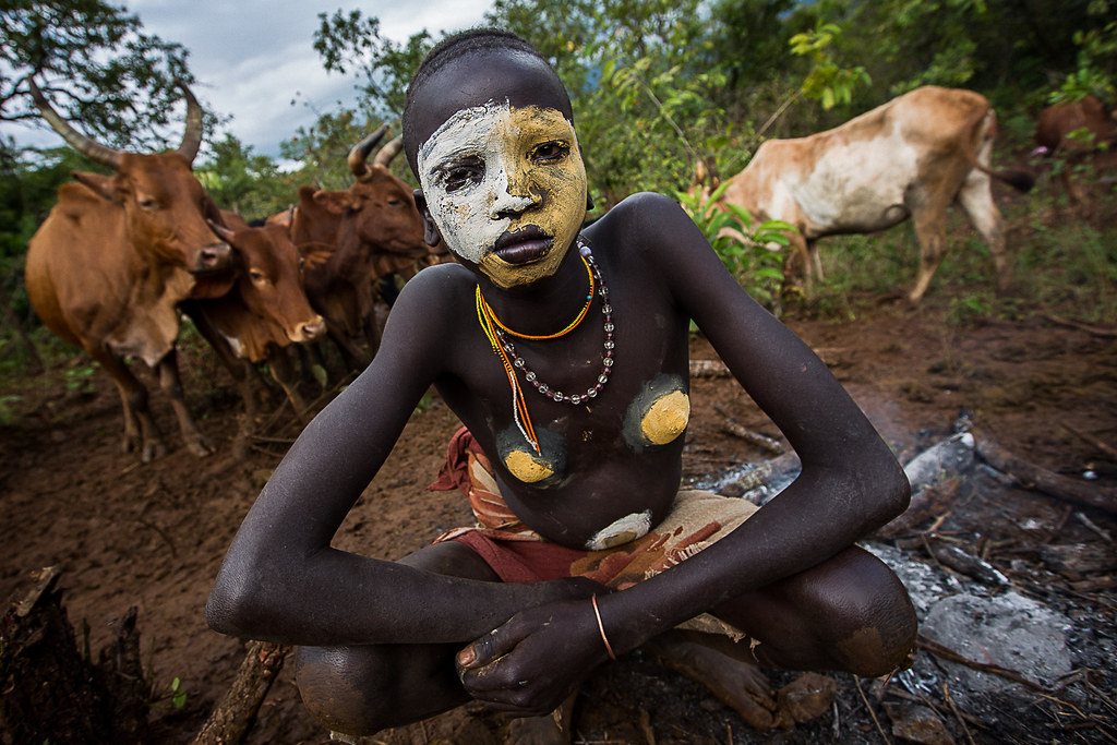 portrait of girl suri tribe with the body painted lead to ...