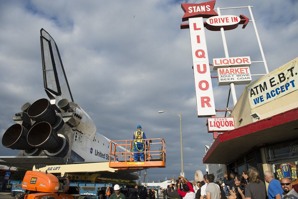 Space Shuttle Endeavour Move (201210120008HQ)   Spectators ...