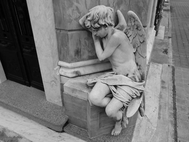 Niño ángel en el cementerio de la Recoleta (Buenos Aires)