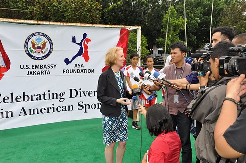 Embassy Celebrates Youth Sports Programs with Students, Former Captain of Indonesian Futsal Team | by U.S. Embassy Jakarta, Indonesia
