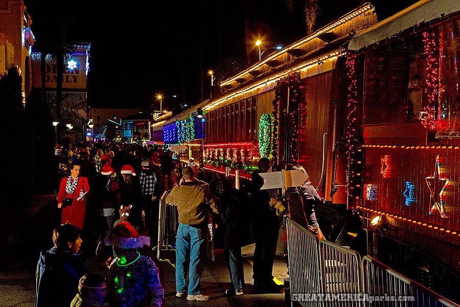 santa cruz holiday lights train by ezeiza