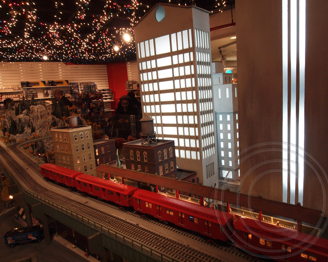 Holiday train show at the new york transit museum gallery for Ny transit museum store