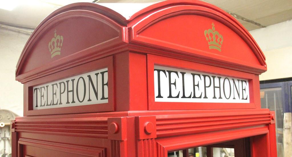Cabina telefonica inglese catelin in legno su misura for Cabina telefonica inglese arredamento