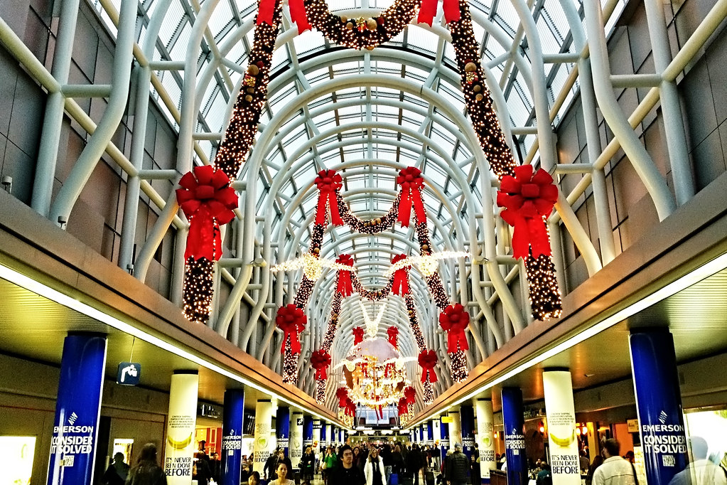 Christmas decorations at o 39 hare international airport flickr for International diffusion decor