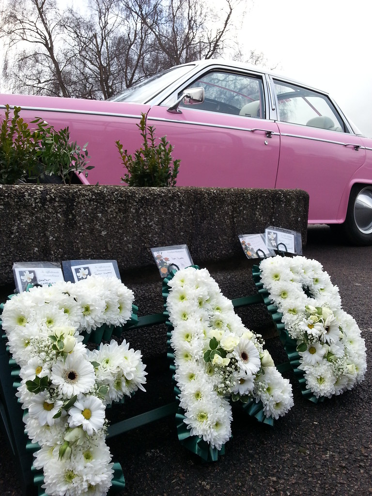 Gerry andersons funeral wreath and lady penelopes car ou flickr gerry andersons funeral by unloveablesteve gerry andersons funeral by unloveablesteve izmirmasajfo