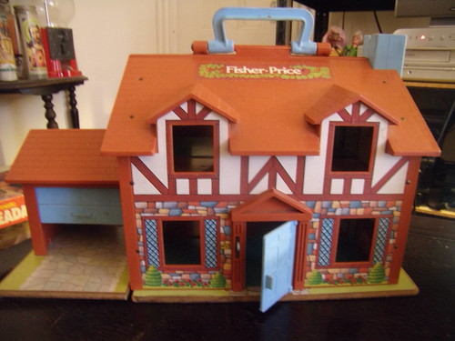 Fisher Price dollhouse 1980, front view | The door bell ...