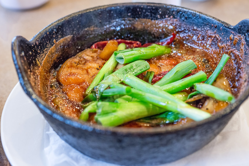 Vietnamese braised fish in clay pot ca kho to sinh sin for Clay pot fish