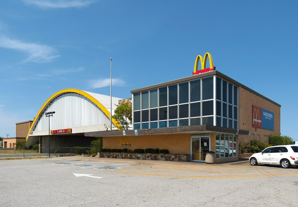 Glass House Mcdonald 39 S World 39 S Largest Mcdonald 39 S In