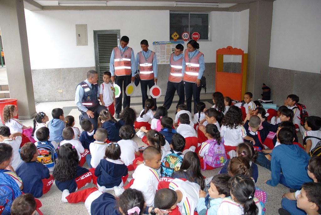 Nuestro programa de jardines infantiles en la i e guiller for Cascanueces jardin infantil medellin