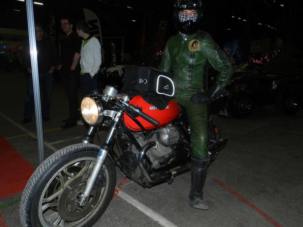 Salon charleville m ziere stand team razbitume voila for Salon moto charleville