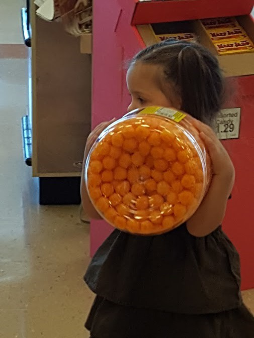 helping daddy buy cheese puffs