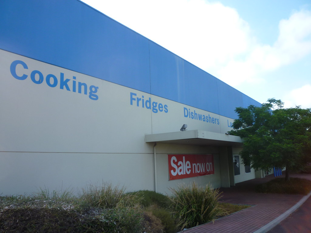 clive peeters The payroll manager of troubled whitegoods and electrical retailer clive peeters has admitted she used $20 million in company funds on a spending spree, buying more than 40 properties in the past .