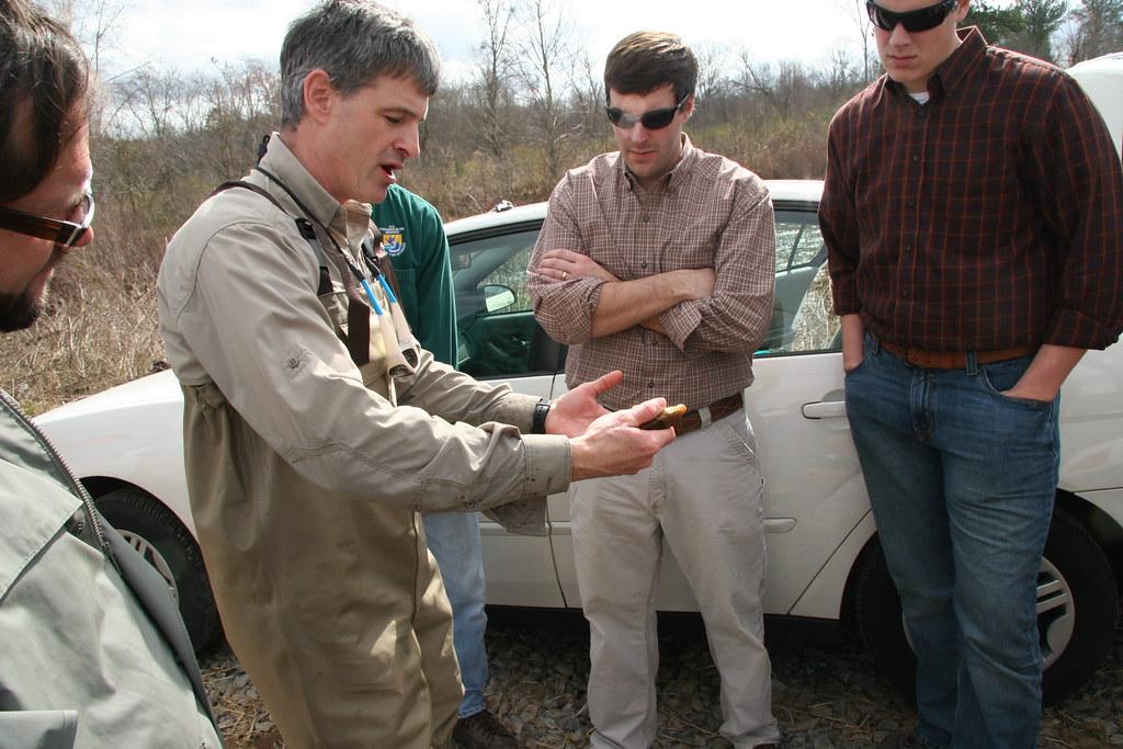 Alabama hog sucker brett albanese with georgia dnr holds for Ga dnr fishing