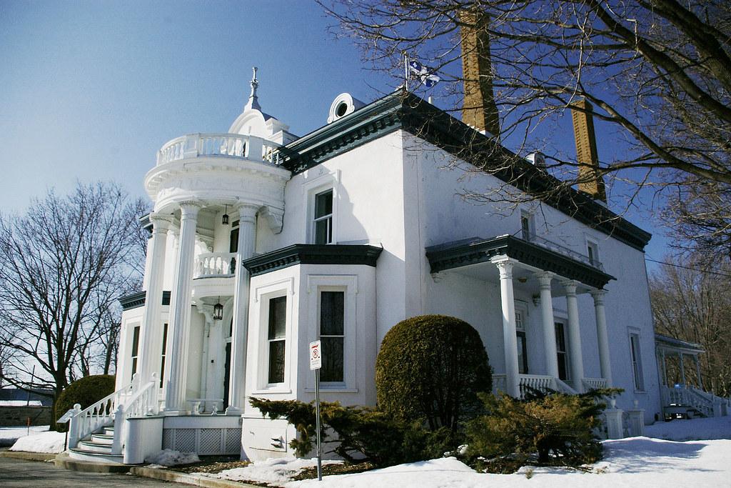 Le manoir globensky maison de la culture et du patrimoine for Architecte st eustache