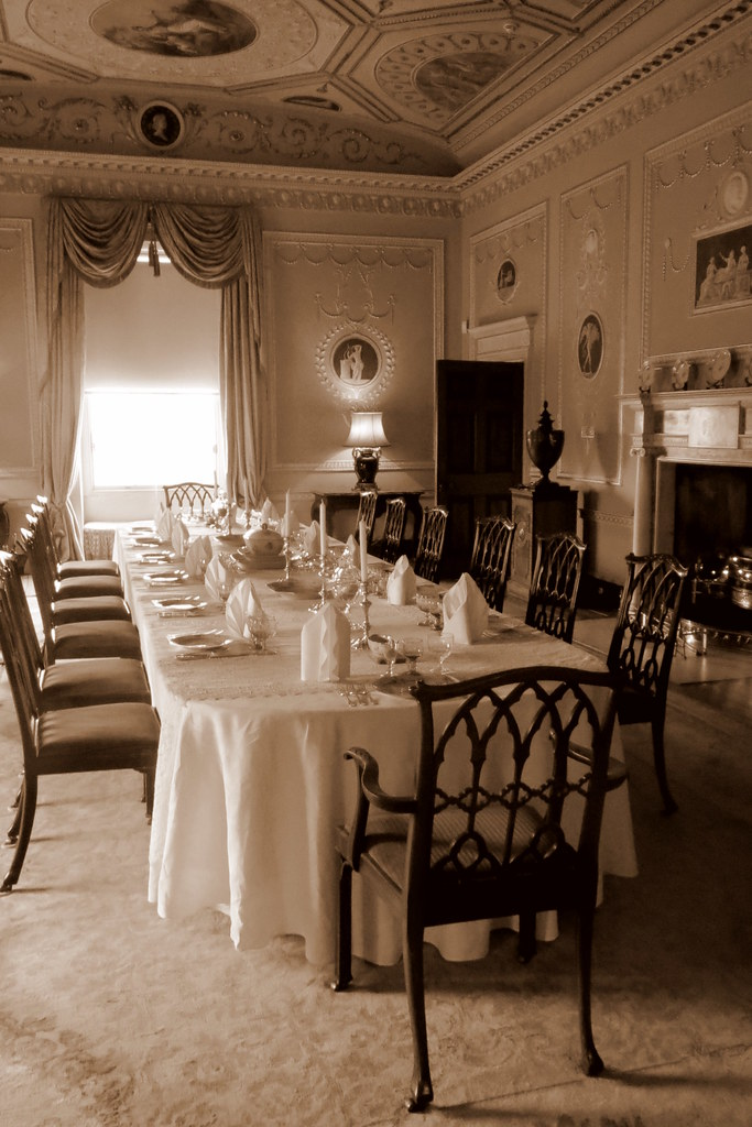 Dining room basildon park berkshire national trust for In n out dining room hours
