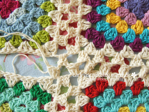 Crochet tutorial: joining granny squares 16 | by Carina » Polka & Bloom