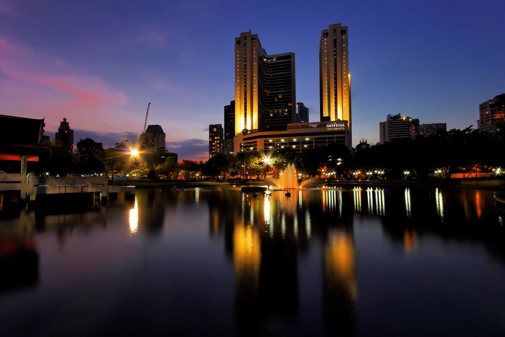 Dusk at Benjasiri Park (Queen's Park) / Bangkok | Flickr - Photo ...