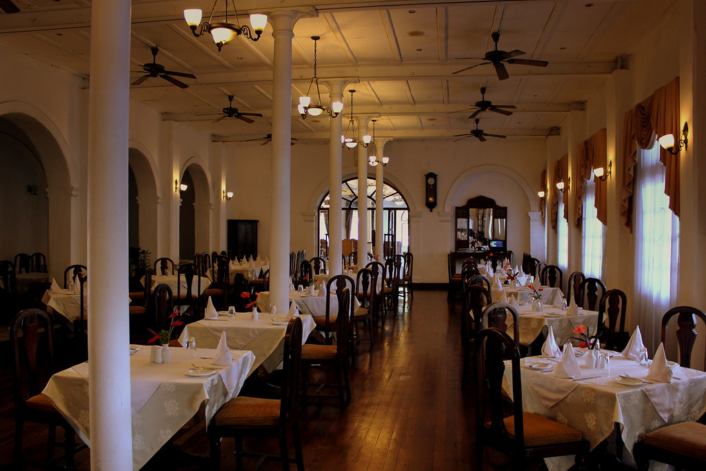 restaurant and dining rooms at the queens hotel kandy lake. Black Bedroom Furniture Sets. Home Design Ideas