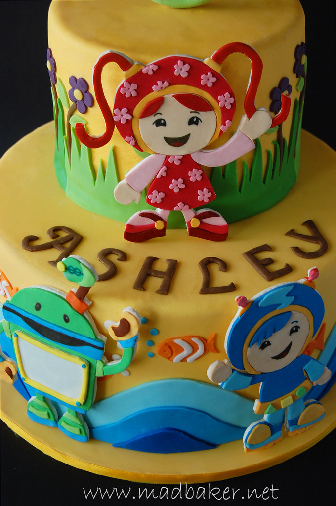 Cake Decorating Team Names : Close up of cake Ashley s 3rd birthday cake. All ...