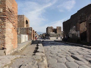 Shopping street in Pompeii | by Simon Chilton