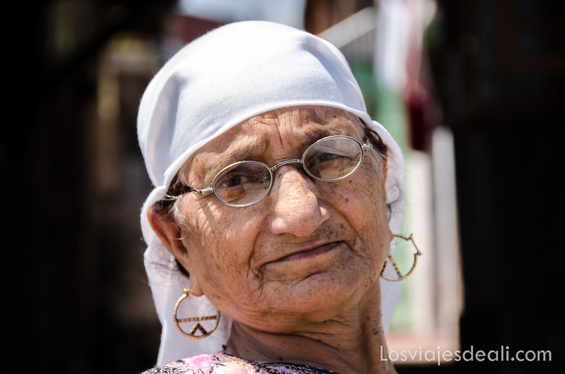 mujer de Srinagar