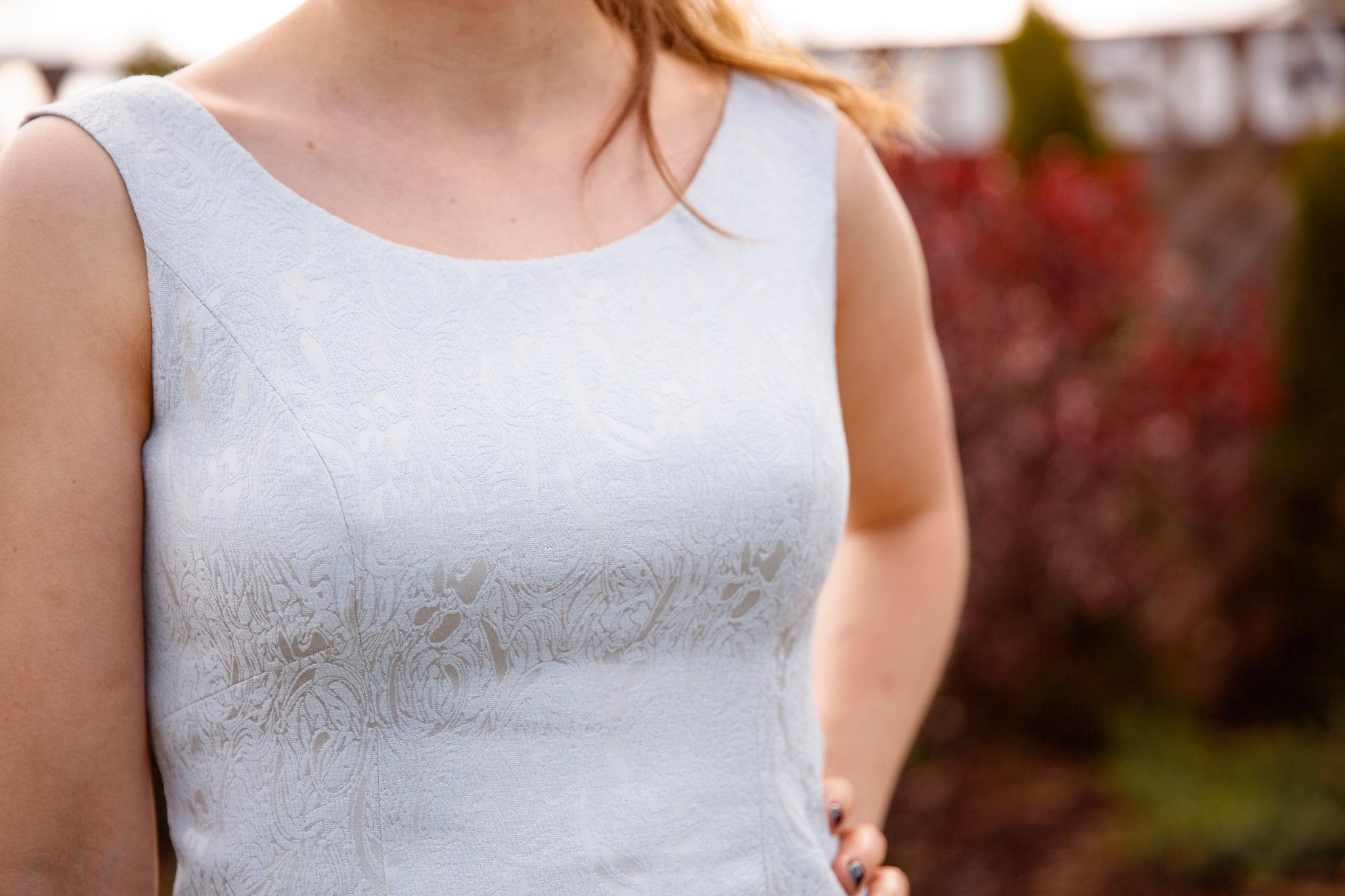 Dekolt sukienka 116 burda 9/2015