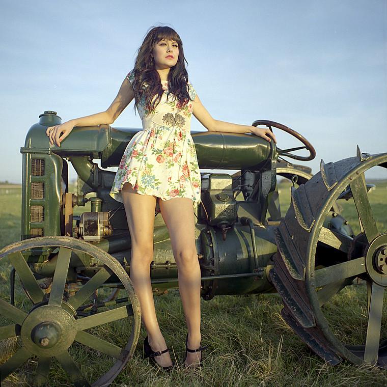 Girl Tractor Massey Ferguson :-) - YouTube