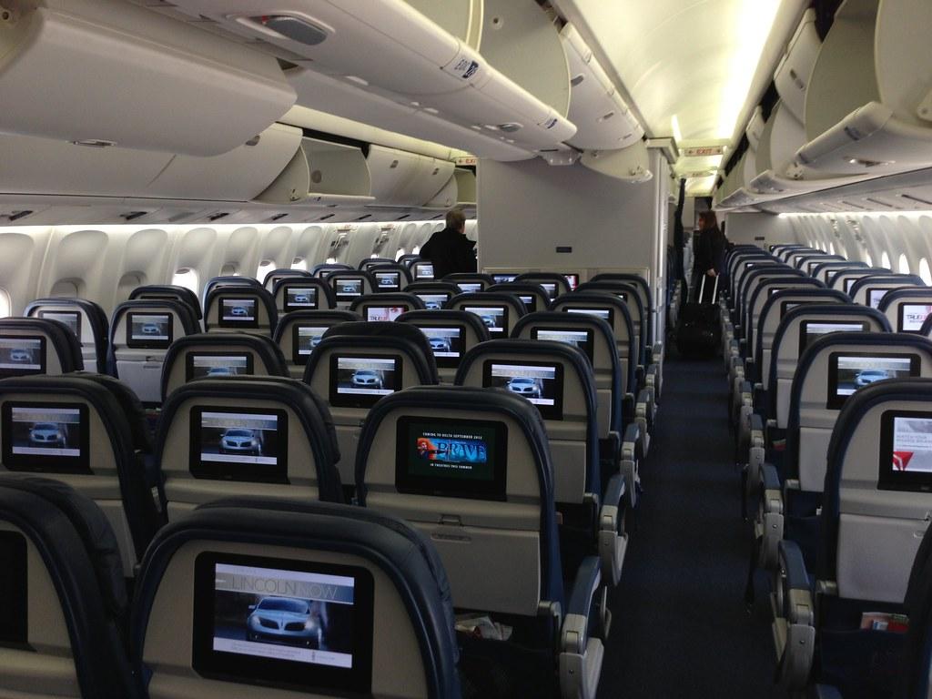 Delta Boeing 767 300er Economy Coach Thealexguide Flickr