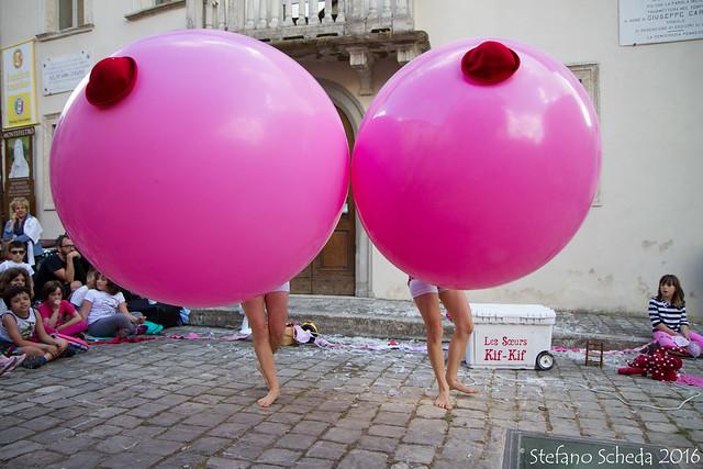 The Kif-Kif Sisters a Artisti in Piazza