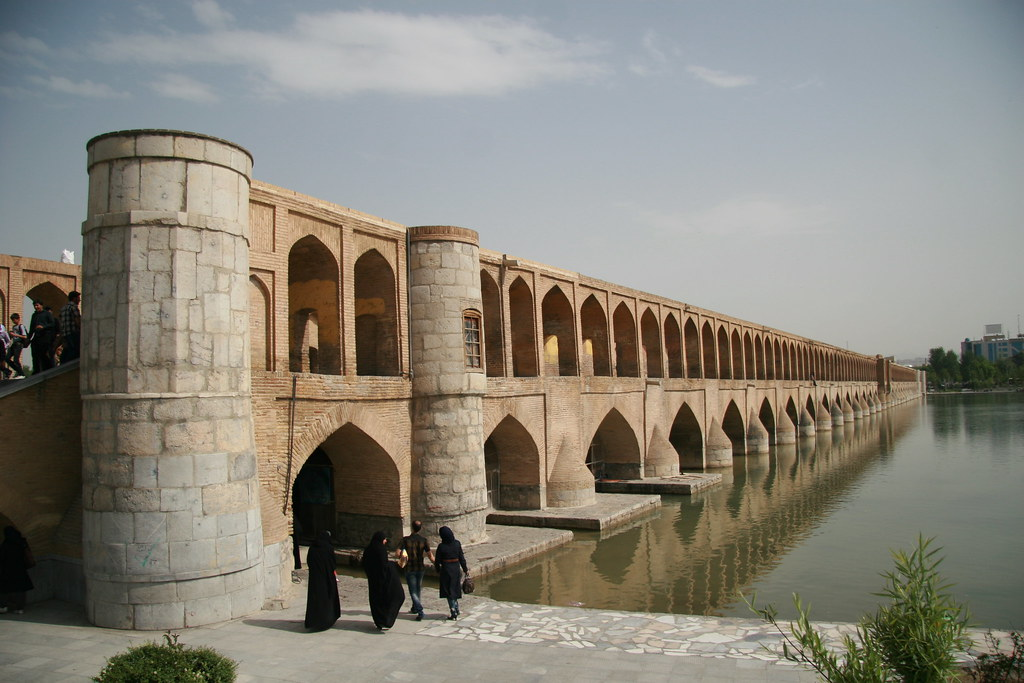 Si O Se Pol Bridge In Isfahan Iran Some Of The 33 Arches Flickr