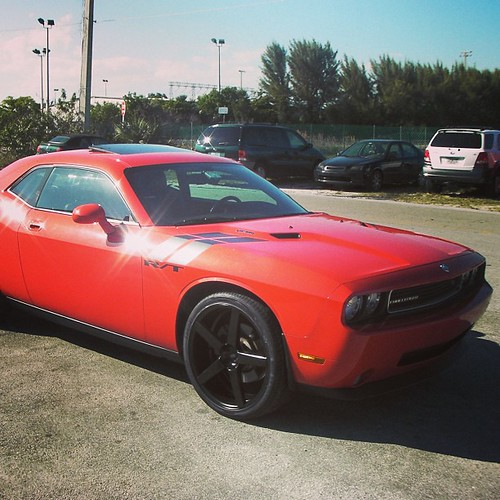 22 Inch XO Miami Black Wheels, 2011 Dodge Challenger Call