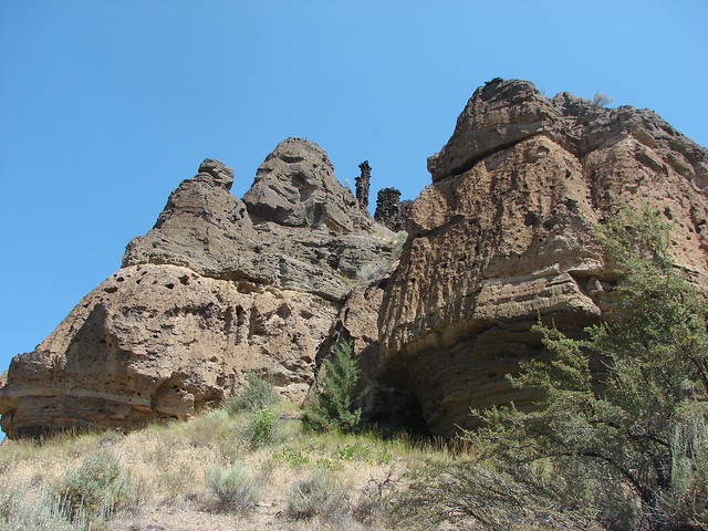 Rock formations along the Whychus Creek Canyon