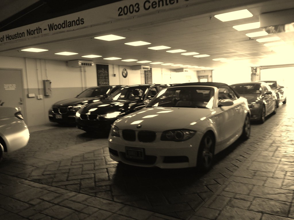 Bmw Of The Woodlands >> Bmw Of Woodlands Waiting For My Car To Be Serviced Eli Acuna