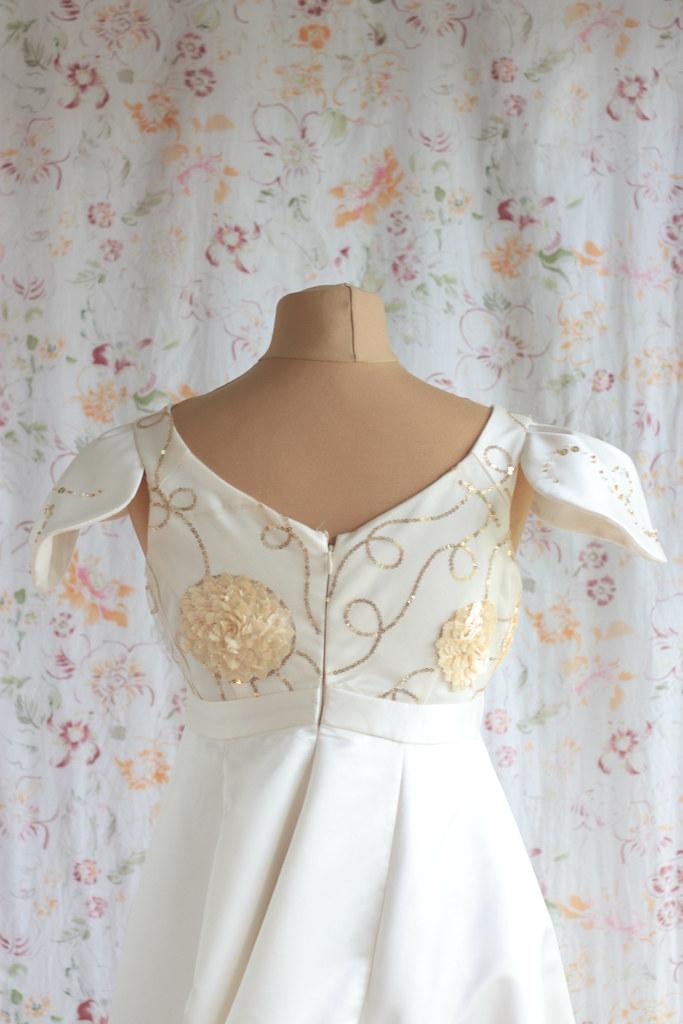 Robe de mariée empire brodée de paillettes