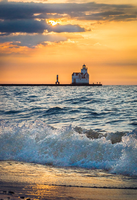 Wave, Sunrise, Lighthouse, Kewaunee, WI, Lake Michigan