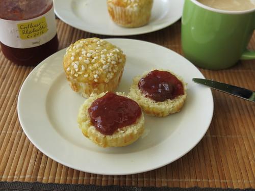Zucker-Quark-Muffin mit Erdbeermarmelade