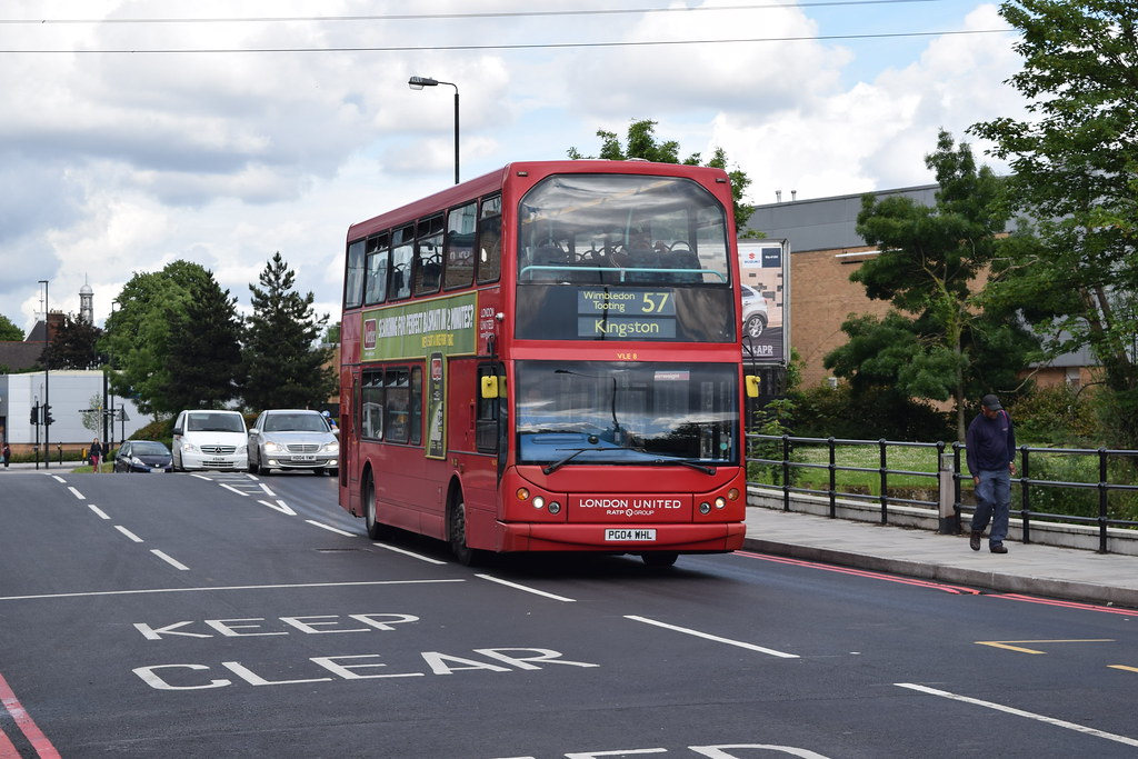 London United Ve8 On Route 57 Merton Bus Garage Pg04