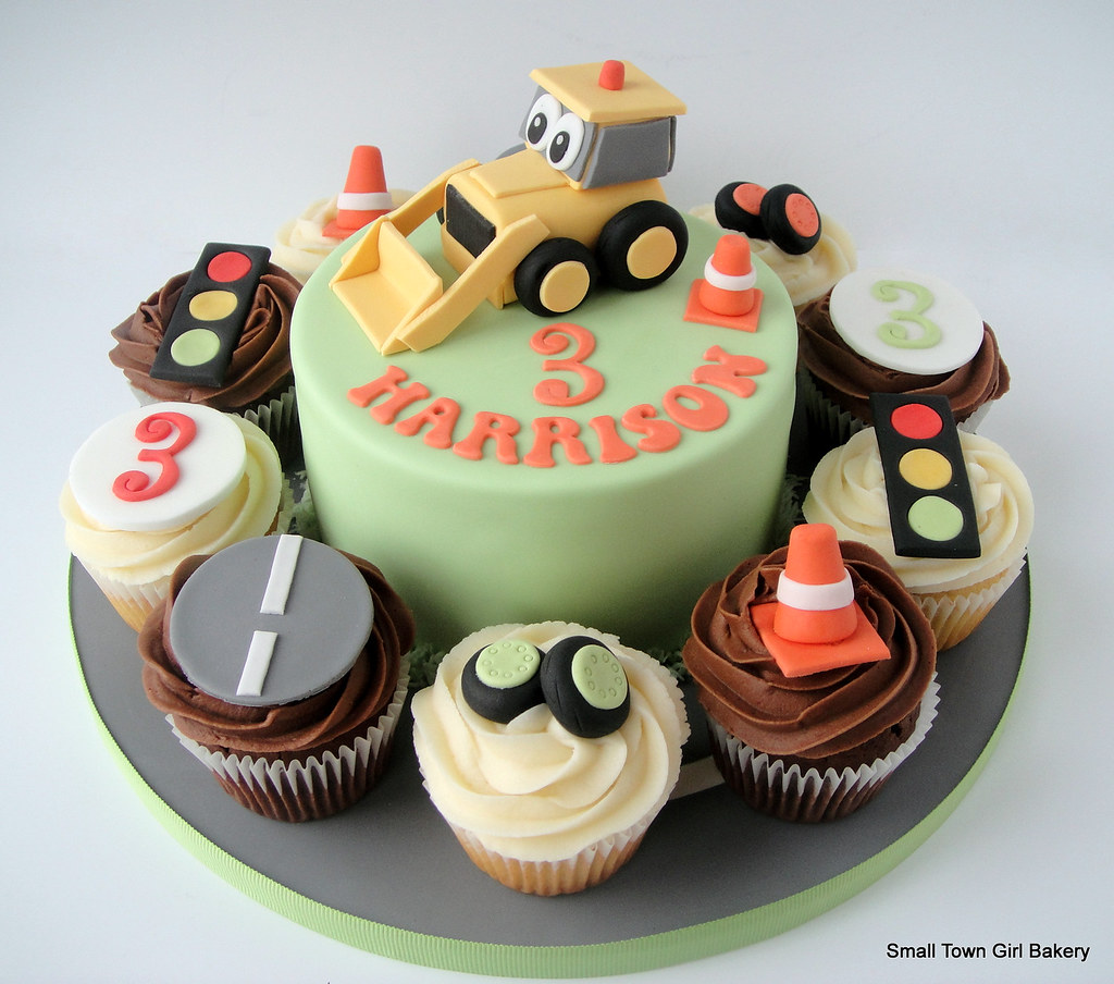 Birthday Cake Ideas Digger : Digger cake and cupcakes Digger cake and cupcakes  Big ...